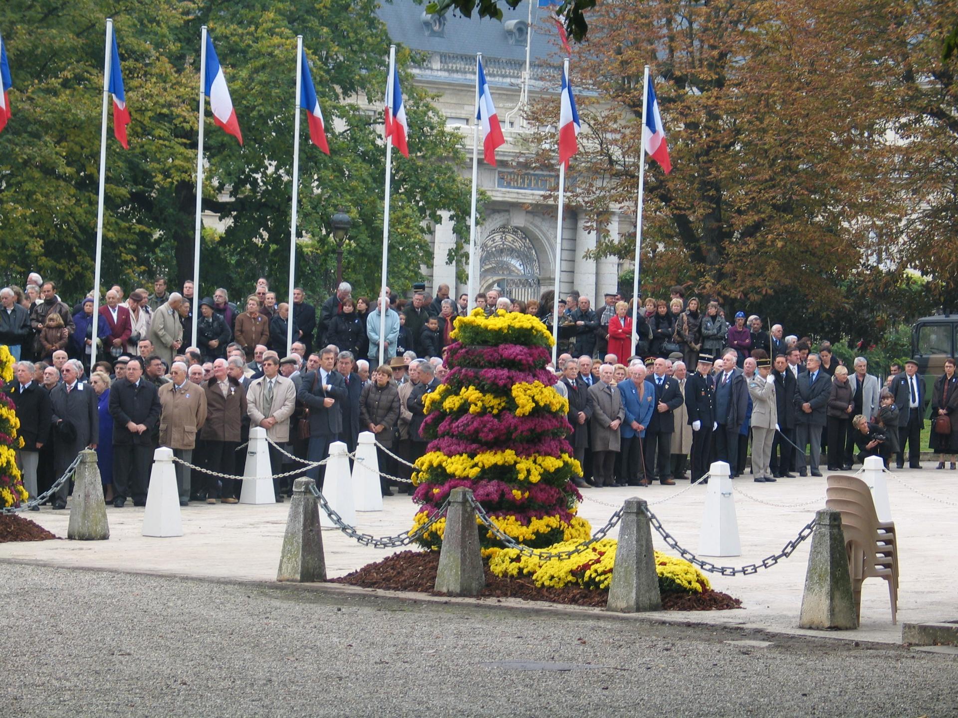 Assistance nombreuse au monument