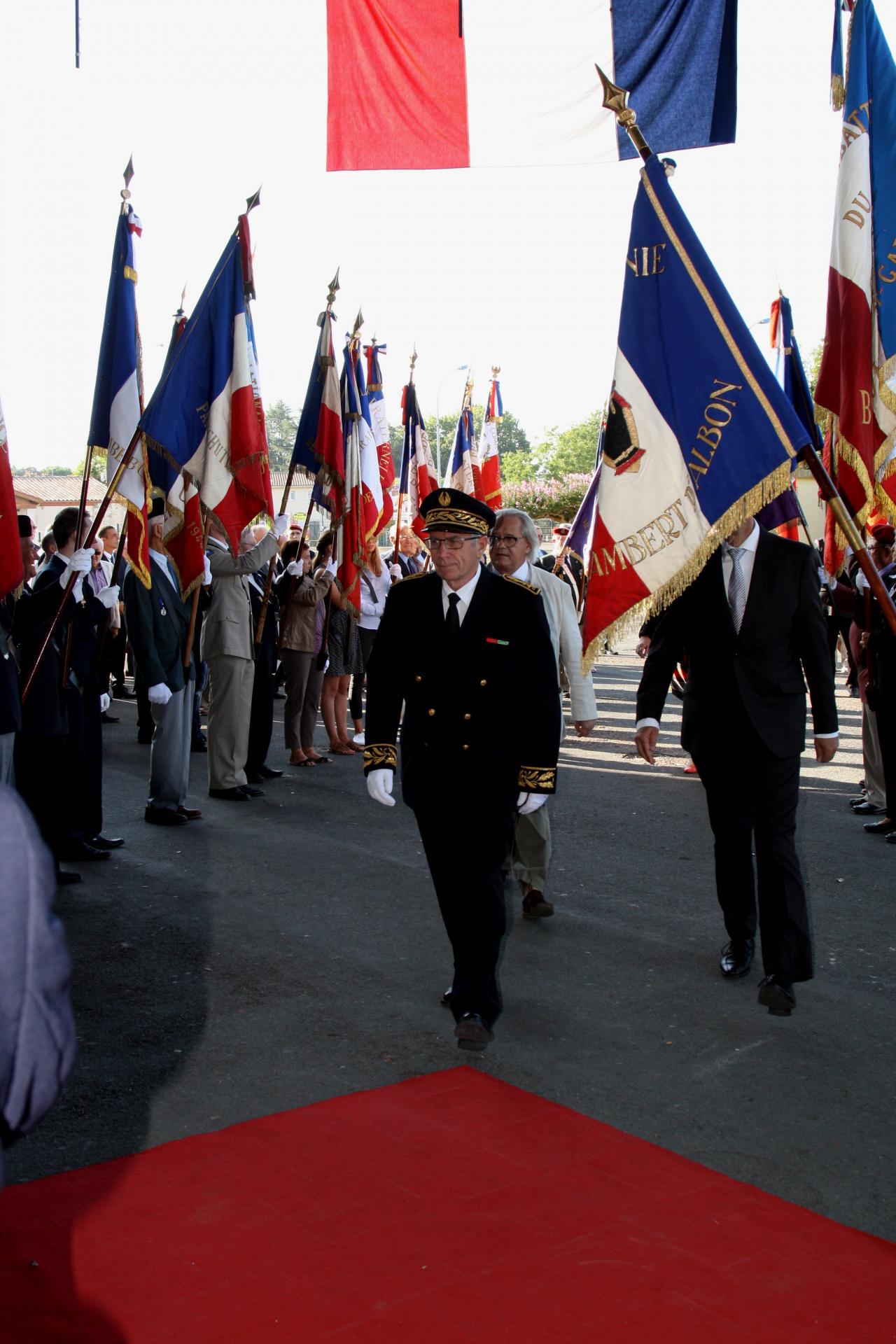 Mr le Sous Préfet accueilli par les portes drapeaux de l'Union Fédérale